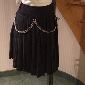 Pleated blk pin striped skirt with removable belt